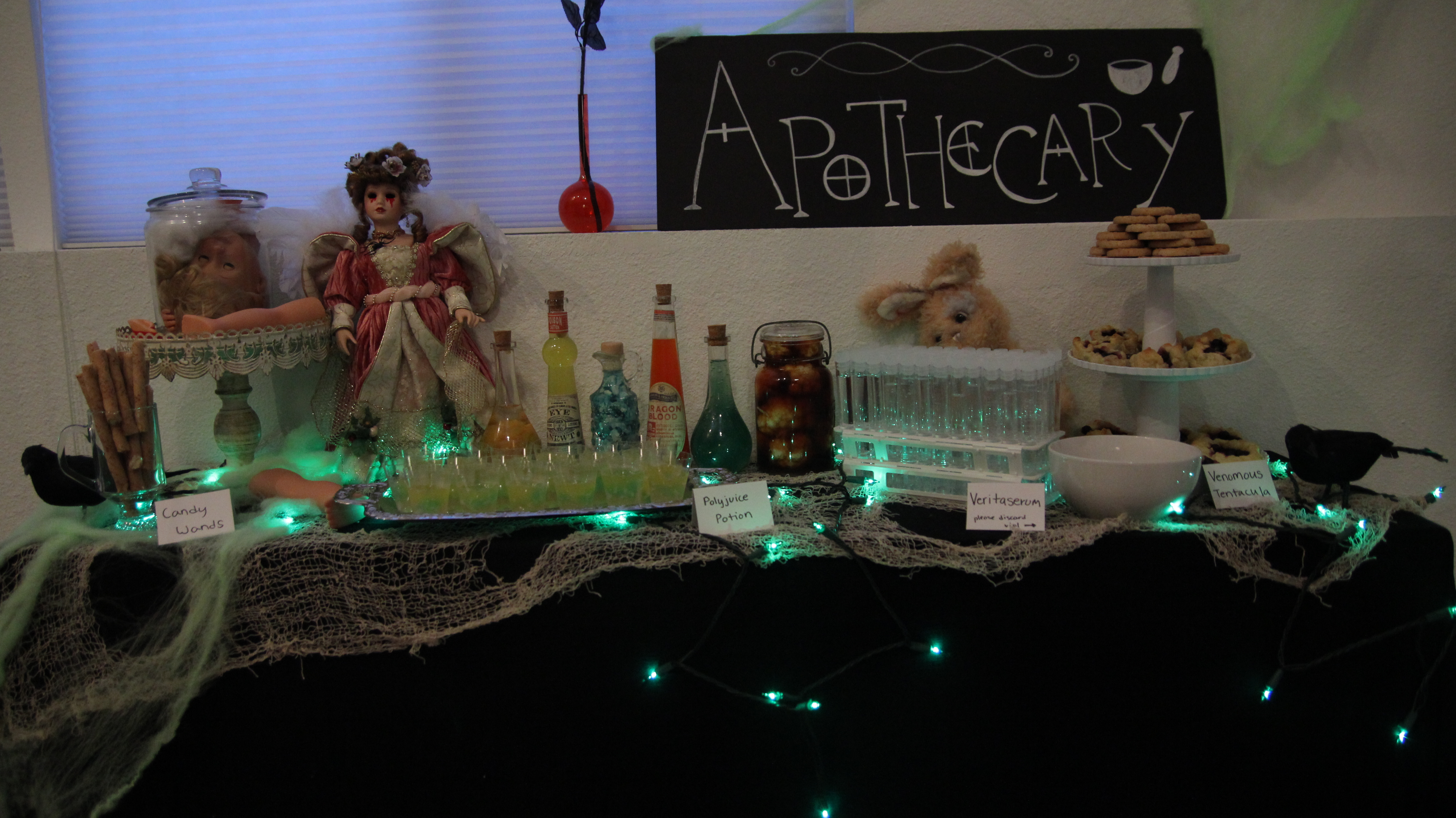 Ultimate harry potter party apothecary hello kristina for Decoration harry potter